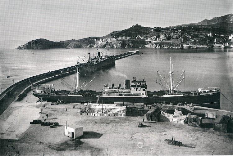 Foto del ANBOTO-MENDI en el puerto de Sant Feliu de Guixols. Del libro LA COSTA BRAVA ABANS DE LA COSTA BRAVA. FOTOGRAFIES DE LA CASA DE LA POSTAL, 1915-1935.jpg