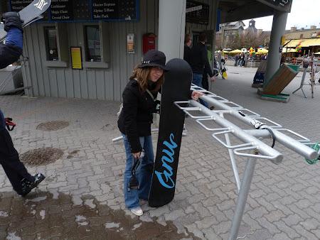 Ana Smadeanu face snowboarding