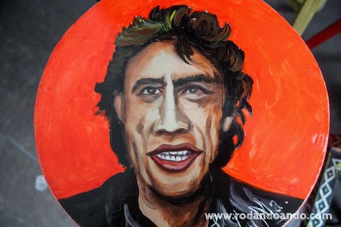 Una de las baquetas pintada por Lu.Cu.Ma. un conocido artista plastico peruano