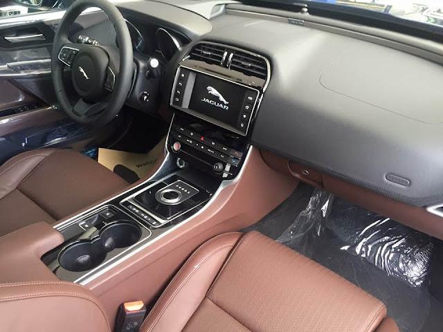 Nội thất xe Jaguar XE Prestige Nhập Khẩu 0