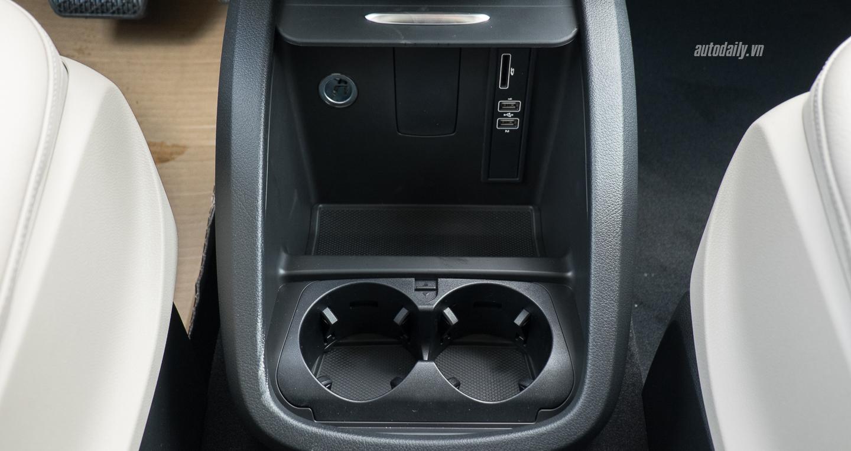 Nội thất xe Mercedes Benz V250 Avantgarde Máy Xăng màu trắng 015