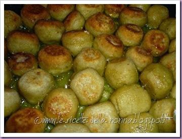 Polpette di pane vegetariane con salsa di panna alla salvia (11)