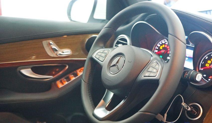 Nội thất xe Mercedes GLC 250 4Matic 03