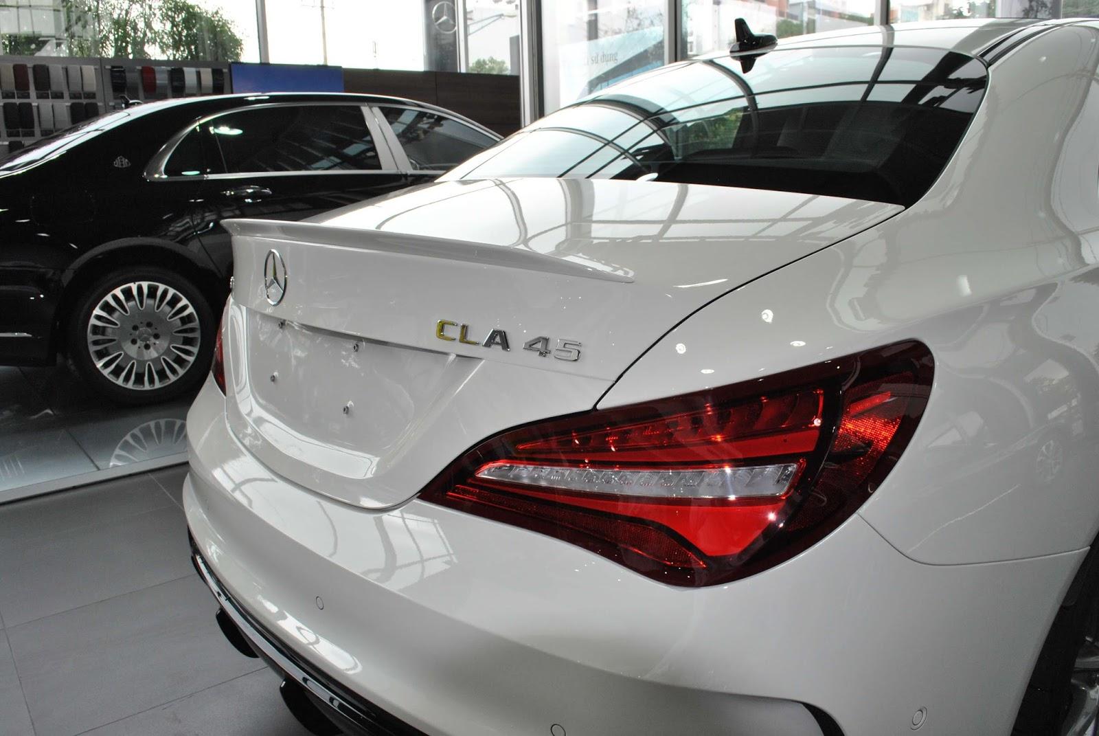 Xe Mercedes Benz CLA45 AMG màu trắng new model 06