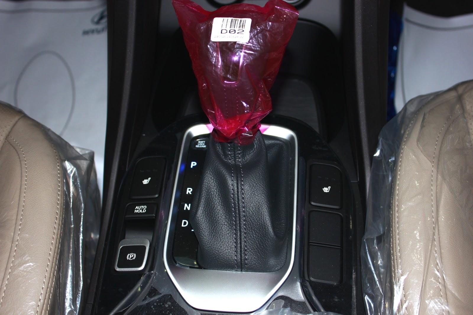 Nội thất xe Hyundai Santafe 7 Chỗ máy xăng màu trắng 022