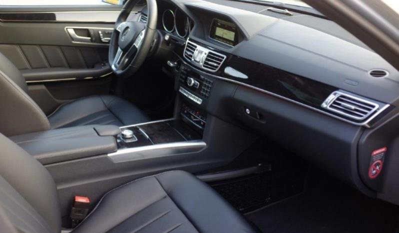 Nội thất xe Mercedes Benz E250 cũ màu xám 07