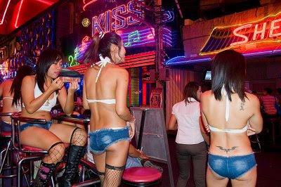 4. fete din Patpong sex show.jpg