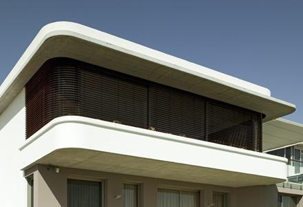 persianas-madera-casa-Luis-Rosselli