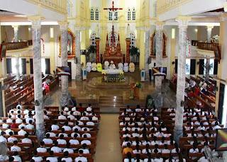 Nhà thờ Công giáo dù đẹp hay không, dù cổ kính hay tân thời, thì tự bản chất, mục đích của nó không phải là để tham quan, du hí… không phải là một địa điểm tham quan, một bảo tàng viện, mà là nơi linh thiêng, nơi thờ phượng Đấng Tối Cao!