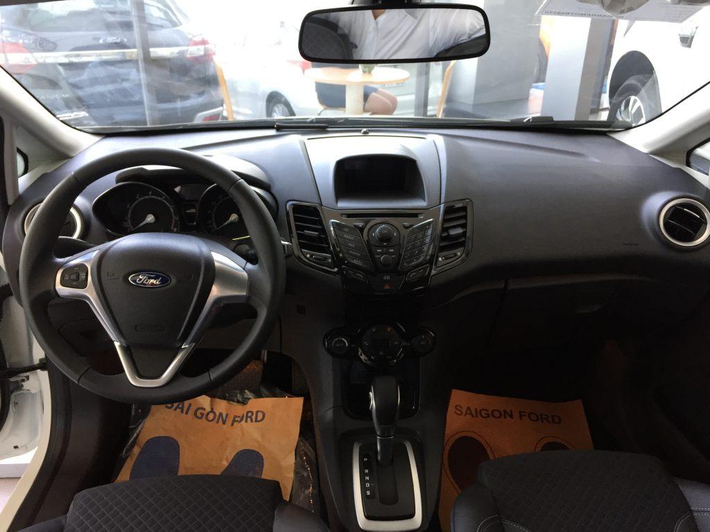 Nội thất xe Ford Fiesta 2018 màu xám 01