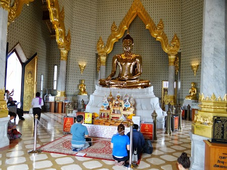 4. Credinciosi budisti.JPG