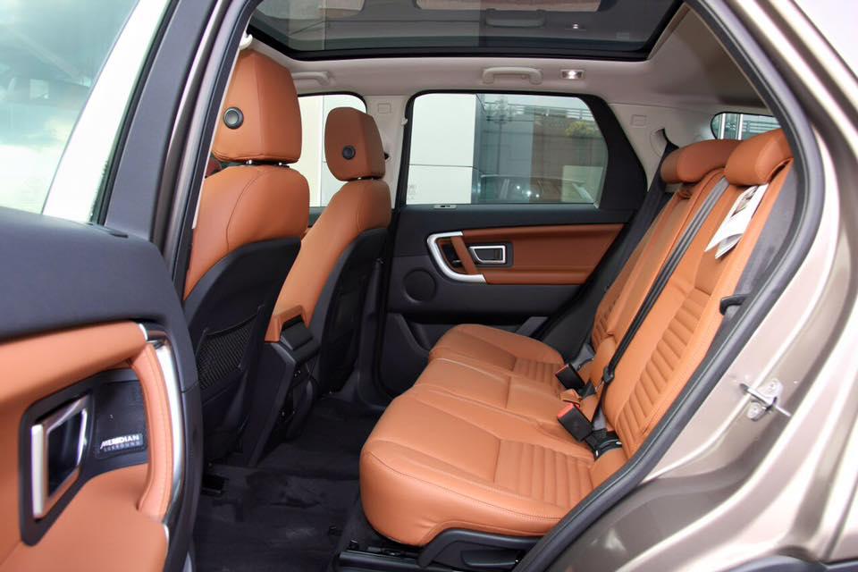 Nội Thất Xe Land Rover Discovery Sport màu vàng cát 04