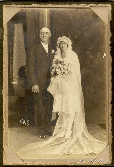 1929 Wedding GRapids Ernest and Elsie Hard to read last name