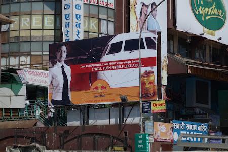 Reclama Nepal: reclama Red Bull