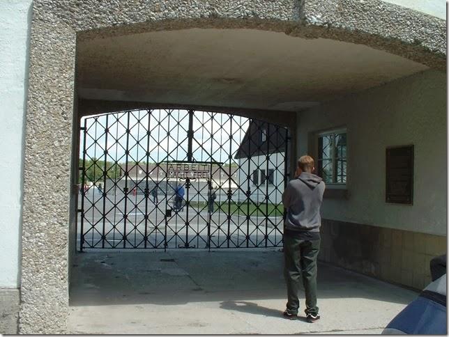 34集中營的大門