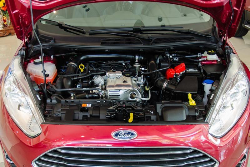 Xe Ford Fiesta 2018 màu đỏ 05