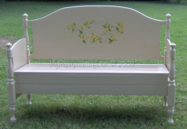 headboard bench with tatuoage