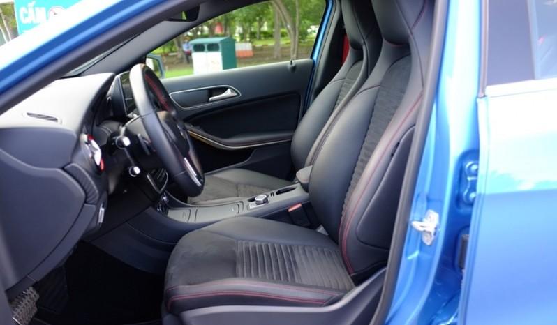 Nội thất xe Mercedes cũ A250 AMG 2014 màu xanh 06