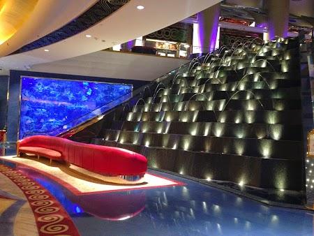 01 lobby.JPG