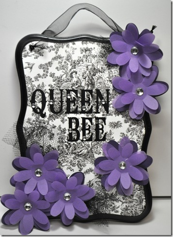 QUEEN BEE SIGN2