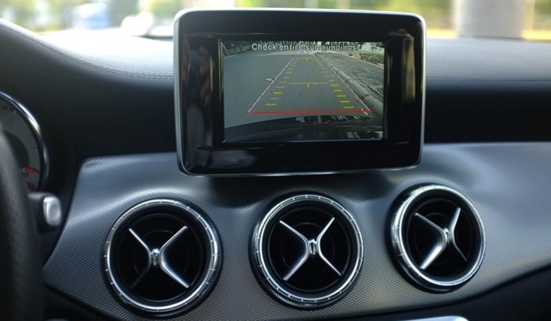 Nội thất xe Mercedes Benz CLA250 4MATIC 2014 AMG Kit màu tím 06