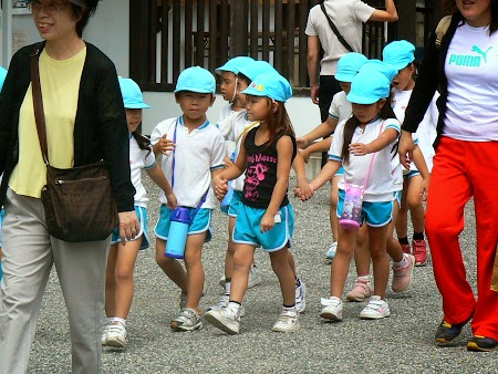 29. Copii scoala Japonia.JPG