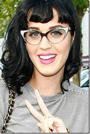 Katy Perry Wearing Makeup With Glasses