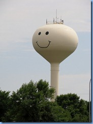 2569 North Dakota Grand Forks - Smiley Face Water Tower
