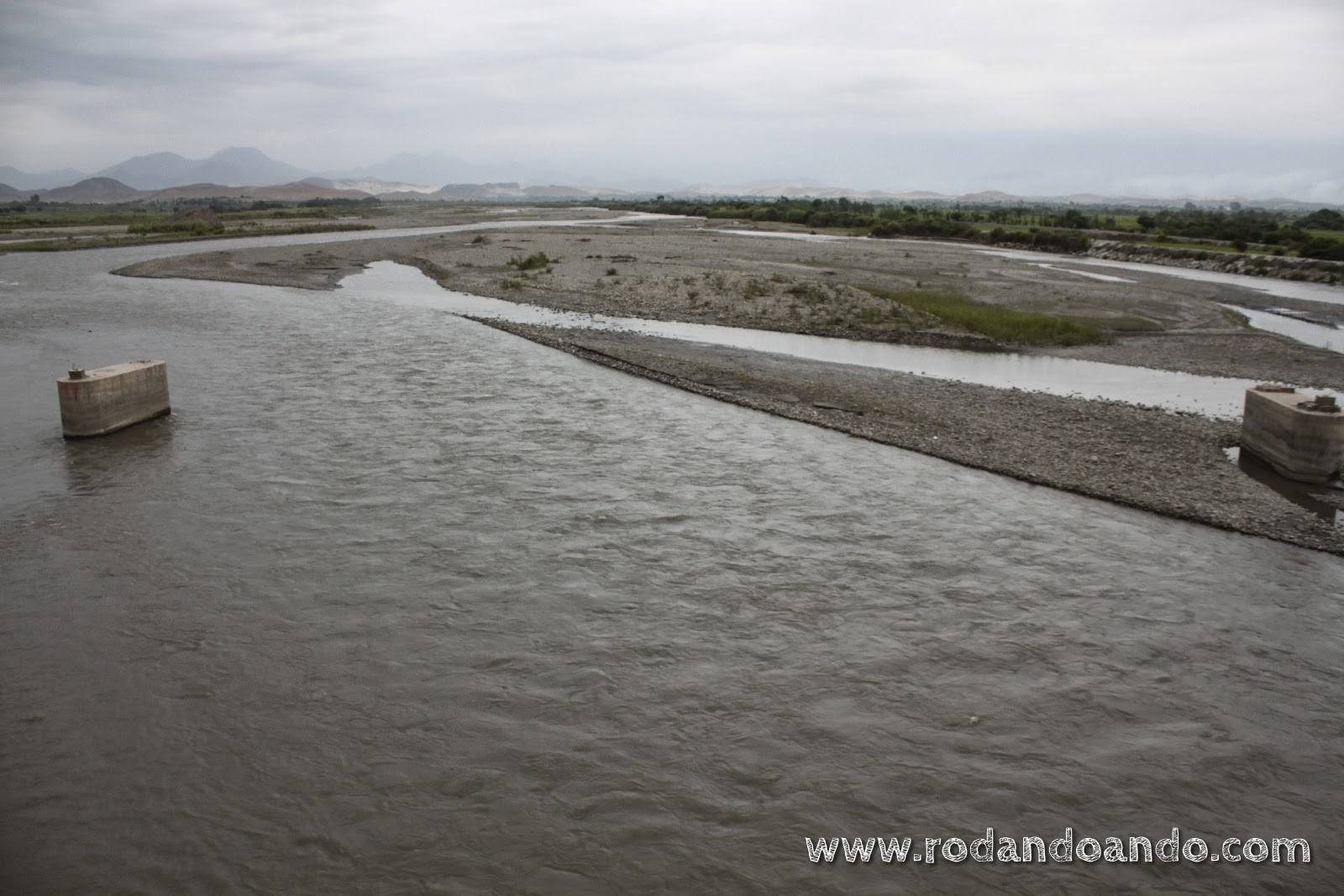 el río cambia el paisaje
