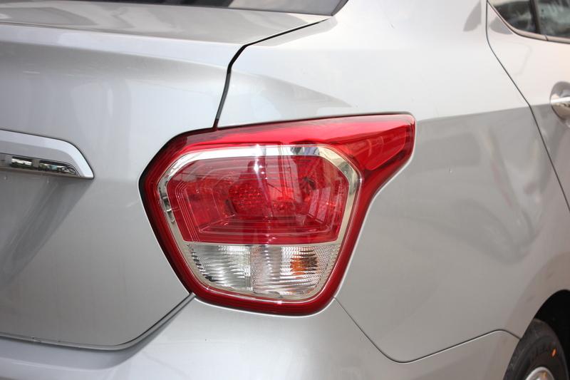 Xe Hyundai Grand i10 sedan 1.2MT Màu bạc 08
