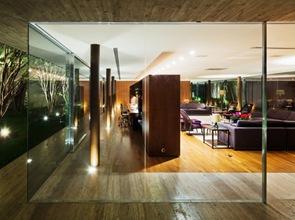 muros-de-vidrio-casa-moderna