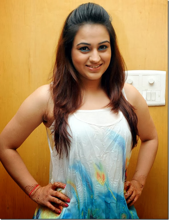aksha_gorgeous_still