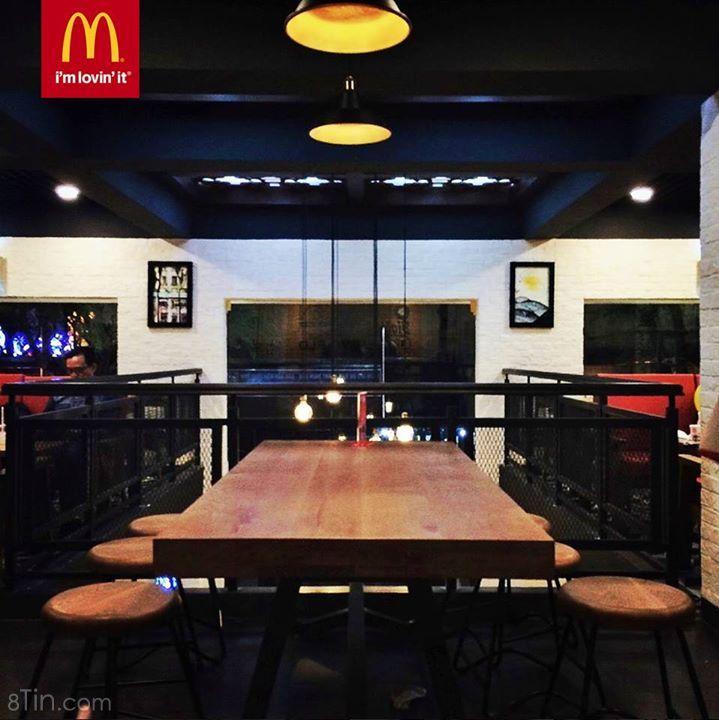Một góc đẹp nhìn từ lầu cao của nhà hàng McDonald's Bưu