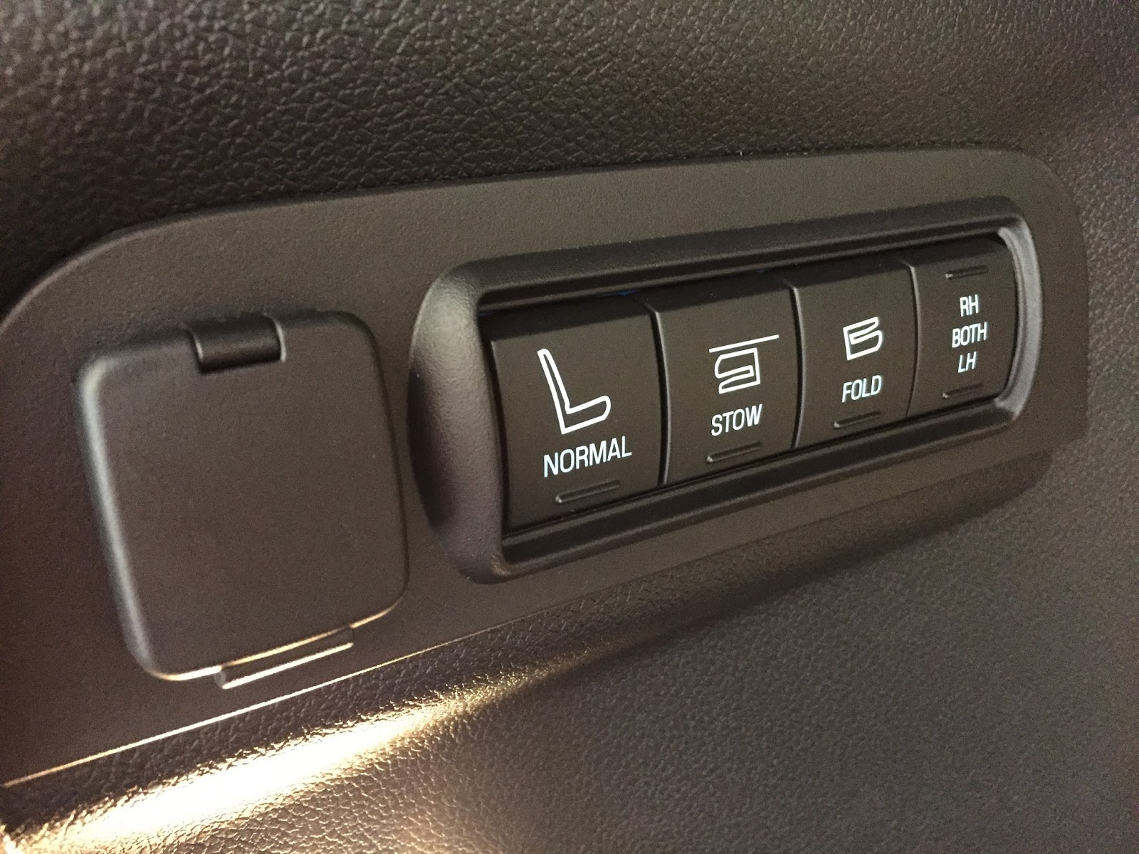 Nội thất xe Ford Explorer 2018 Màu Đỏ 05
