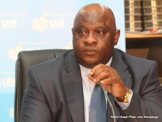 Matthieu Mpita, rapporteur de la Ceni s'exprime lors de la publication des listes provisoires des candidatures à l'élection présidentielle 2011 le 15/09/2011 à Kinshasa. Radio Okapi/ Ph. John Bompengo
