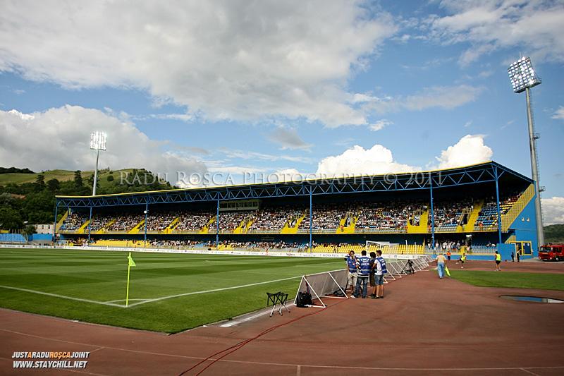 Stadionul Gaz Metan inaintea inceperii returului dintre Gaz Metan Medias si KuPS Kuopio (Finlanda) din cadrul turului 2 preliminar al UEFA Europa League, din data de 21 iulie 2011