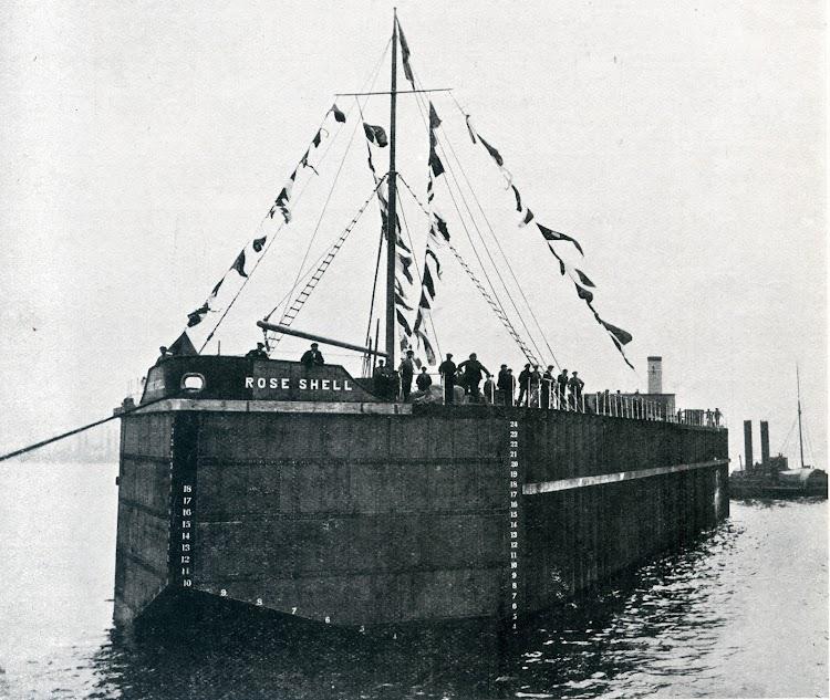 The oil storage hulk ROSE SHELL. Foto de la revista THE SHIPBUILDER. Num 123. Noviembre de 1920.jpg
