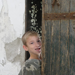Gratuitous Cute Kid Shot at Eastern State Penitentiary