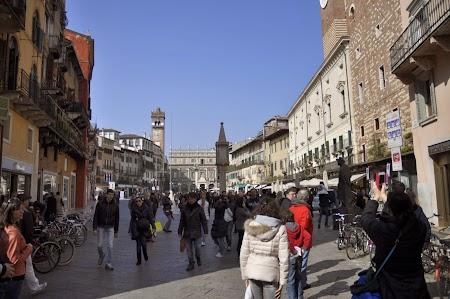 03. Piazza delle Erbe Verona.JPG