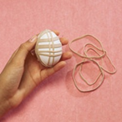 rubber-bands-technique-egg-dyeing-easter-craft-step1-photo-150-FF0305EGGSA23