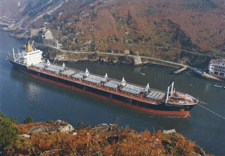 El MONTE ZAPOLA entrando en Pasajes. Año 1979. FotoFlite Pasajes.jpg