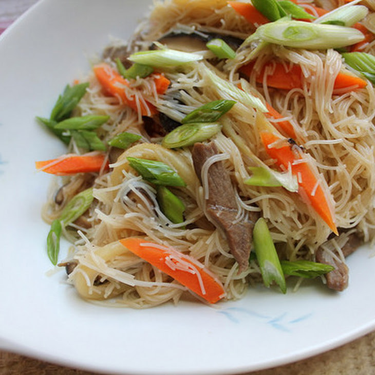 Taiwanese Pan-Fried Rice Noodles