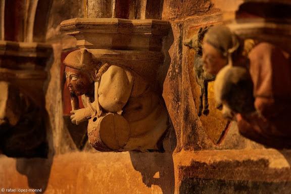 Músics esculpits a les mènsules de les parets laterals de l'altar. Catedral de  Santa Maria.Tarragona, Tarragonès, Tarragona