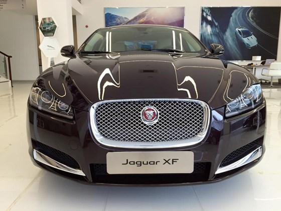 Xe Jaguar XF Premium Luxury 02