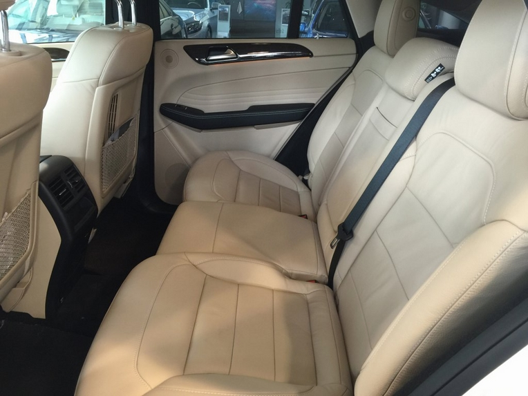Nội thất xe Mercedes GLE 400 Coupe 4Matic màu trắng 011