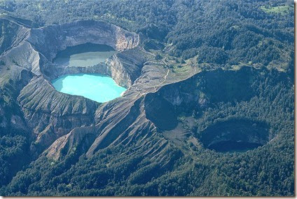 kelimutu Indonesia volcanic Lakes three colours 2