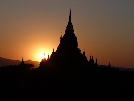 Apus de soare la Bagan