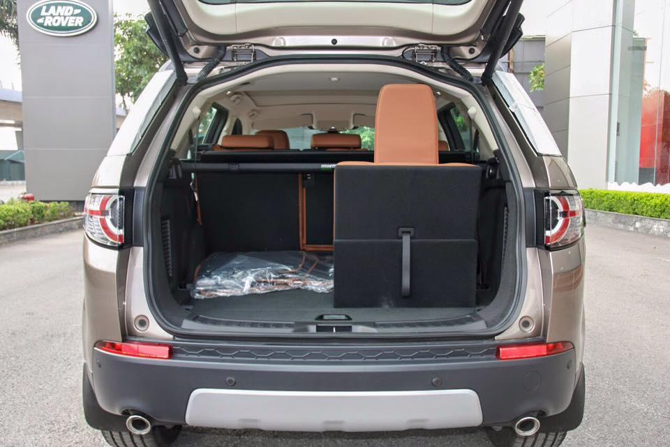 Xe Land Rover Discovery Sport màu vàng cát 08