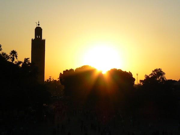 Imagini Marrakech: apus de soare in Jema el-Fnaa