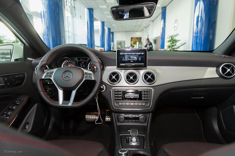 Nội thất xe Mercedes Benz GLA45 AMG 4Matic màu trắng 01